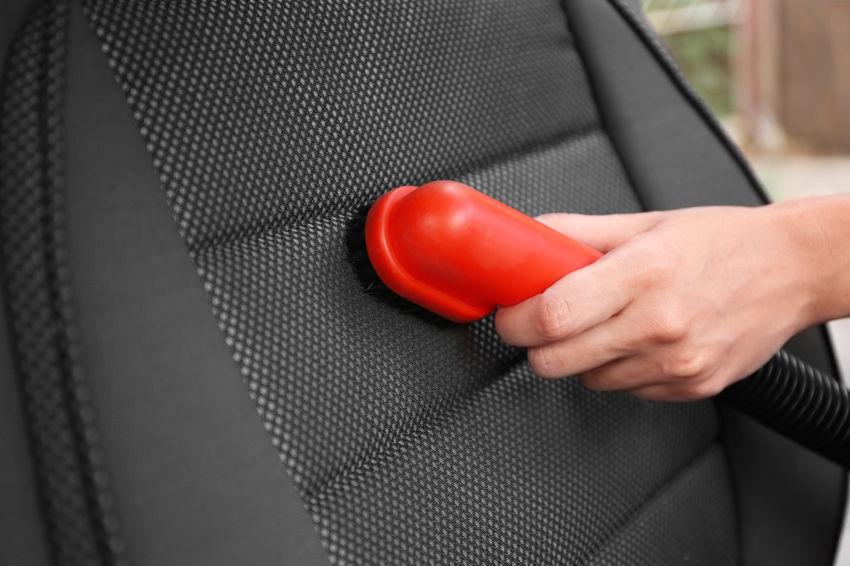 Autositze trocken absaugen