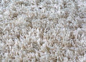 Hochflor-Teppich reinigen