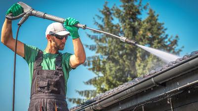 Reinigung von Fassade, Dach und Dachrinne
